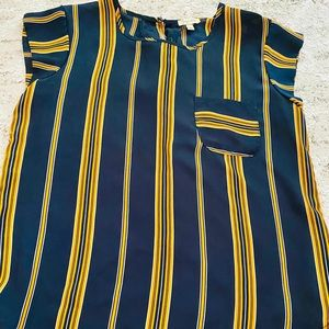 Lily White short sleeve top
